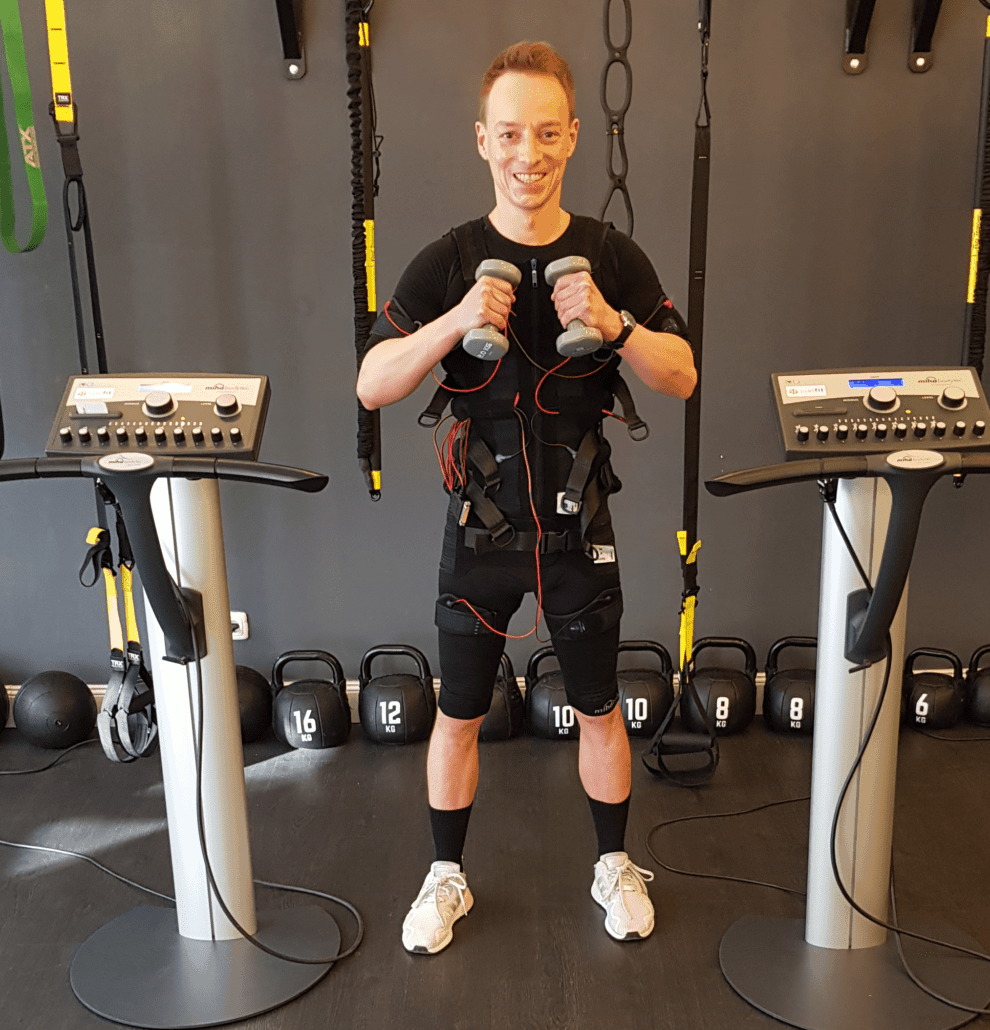 EMS-Training-für-Leistungssportler-Fussball-Boxen-Kampfsport-Joggen-Laufen-und-viel-mehr-990x1030-min