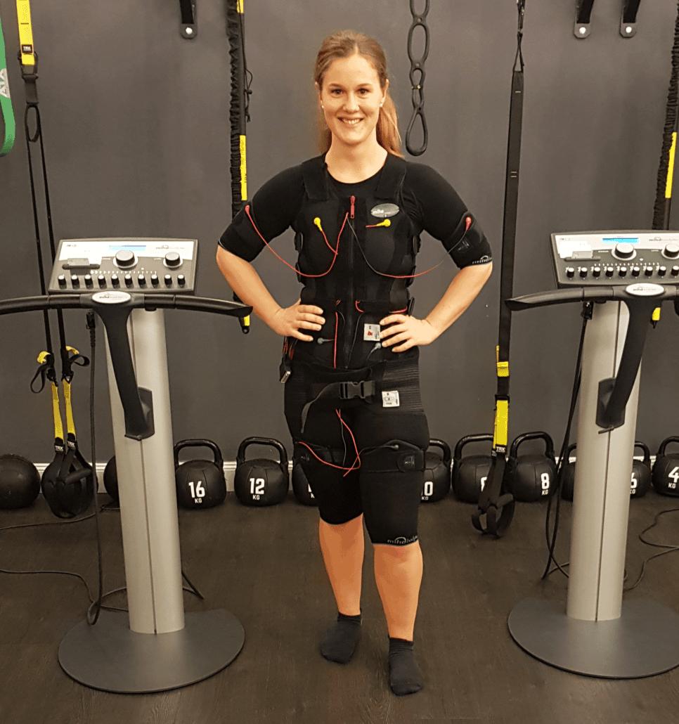 Ems-Training-für-ein-gutes-Gefühl-und-starken-Rücken-nie-wieder-Rückenschmerzen-mit-EMS-Trainig-von-JustFit-966x1030-min