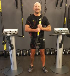 Günstiges-EMS-Training-Hamburg-Erfahrung-im-JustFit-Club-954x1030
